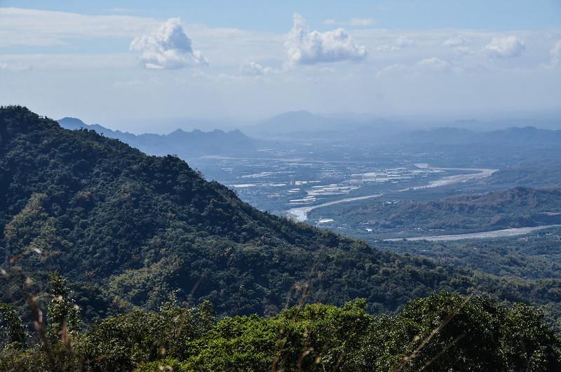 西廓亭山山頂西南遠眺旗山地區