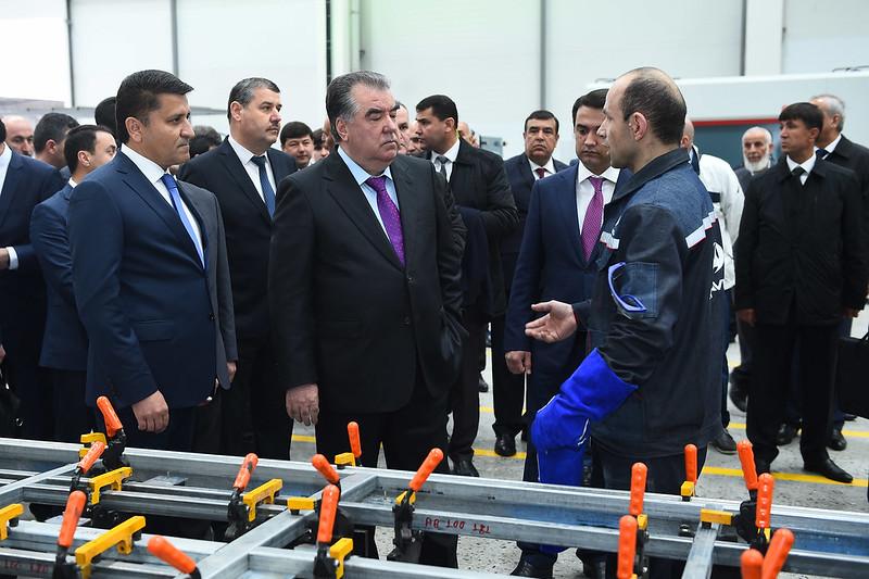 Начало деятельности завода по выпуску автобусов в городе Душанбе