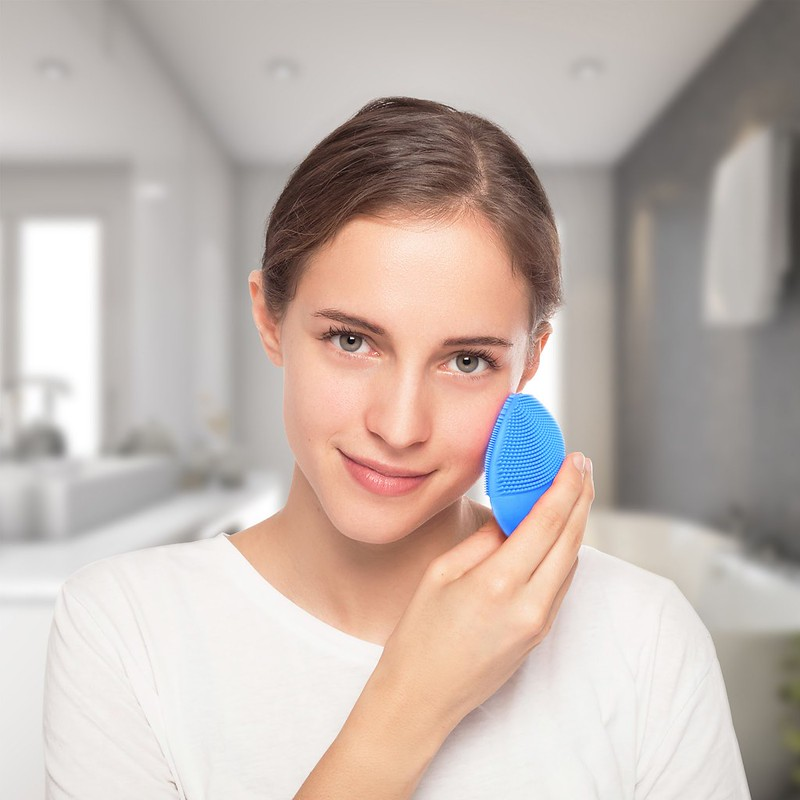 FOREO_LUNA_mini_2_for_Aquamarine_facial_cleansing_brush_7