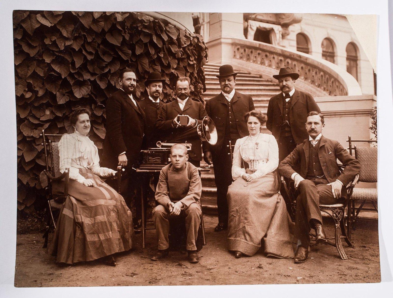 1904. Семейный портрет Морозовых в Одинцово-Архангельском