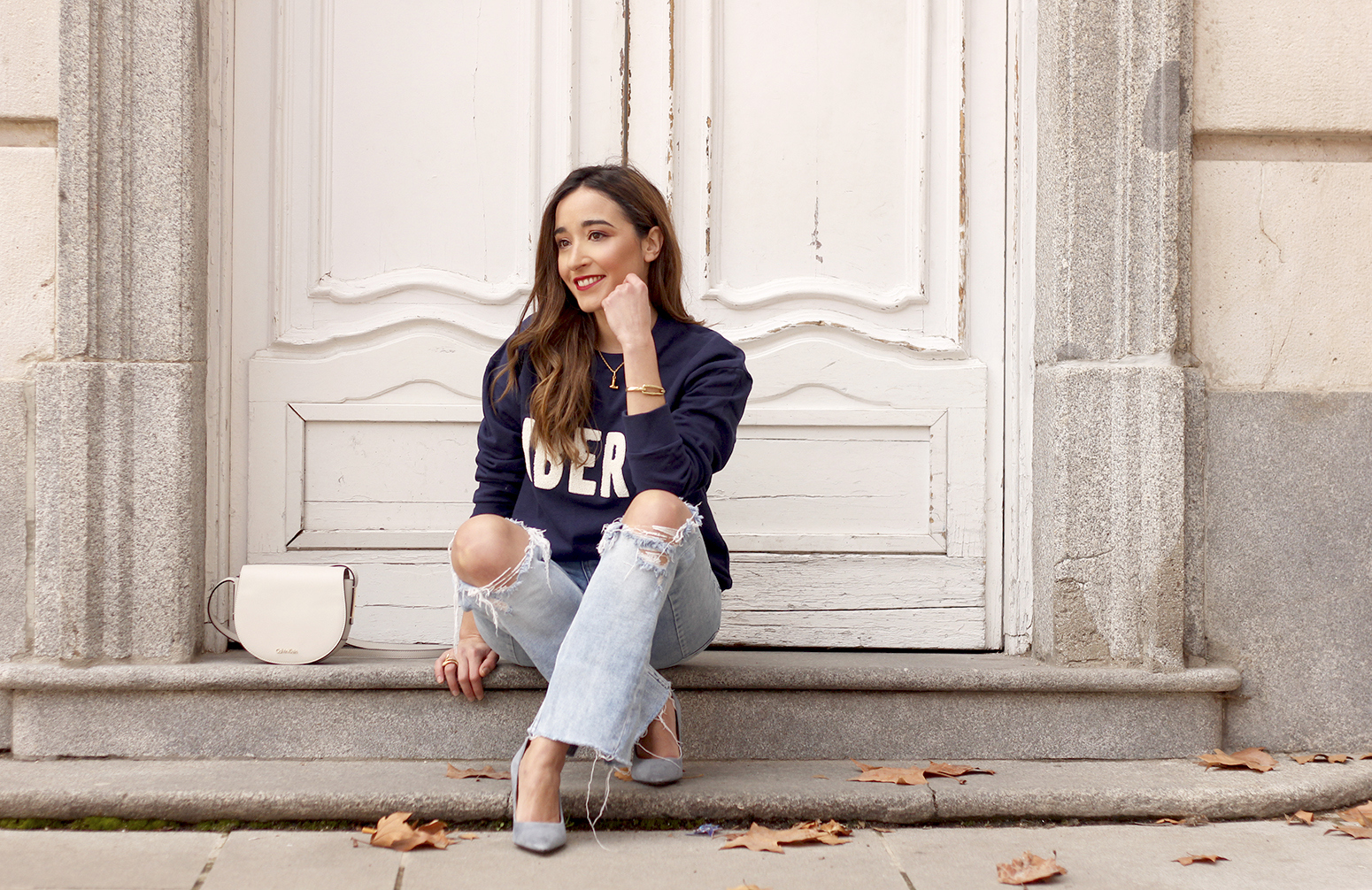 Sweatshirt ripped jeans clavin klein white bag high heels street style outfit 20199