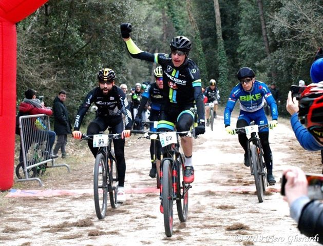 Alessandro Gherardi della ASD Dorobike Team vince la prima gara del Trofeo Mare & Collina di Milano Marittima
