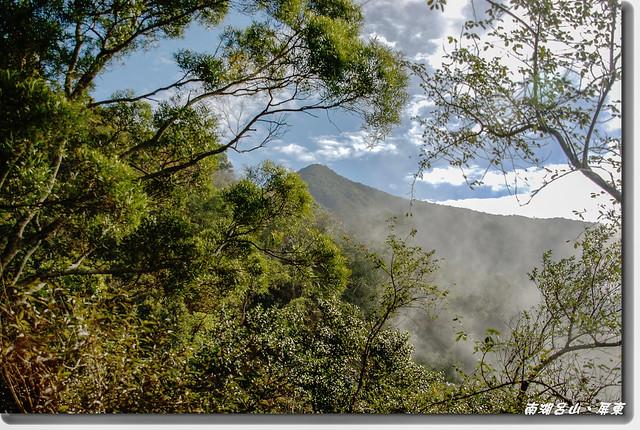 登山小徑窺南湖呂 1
