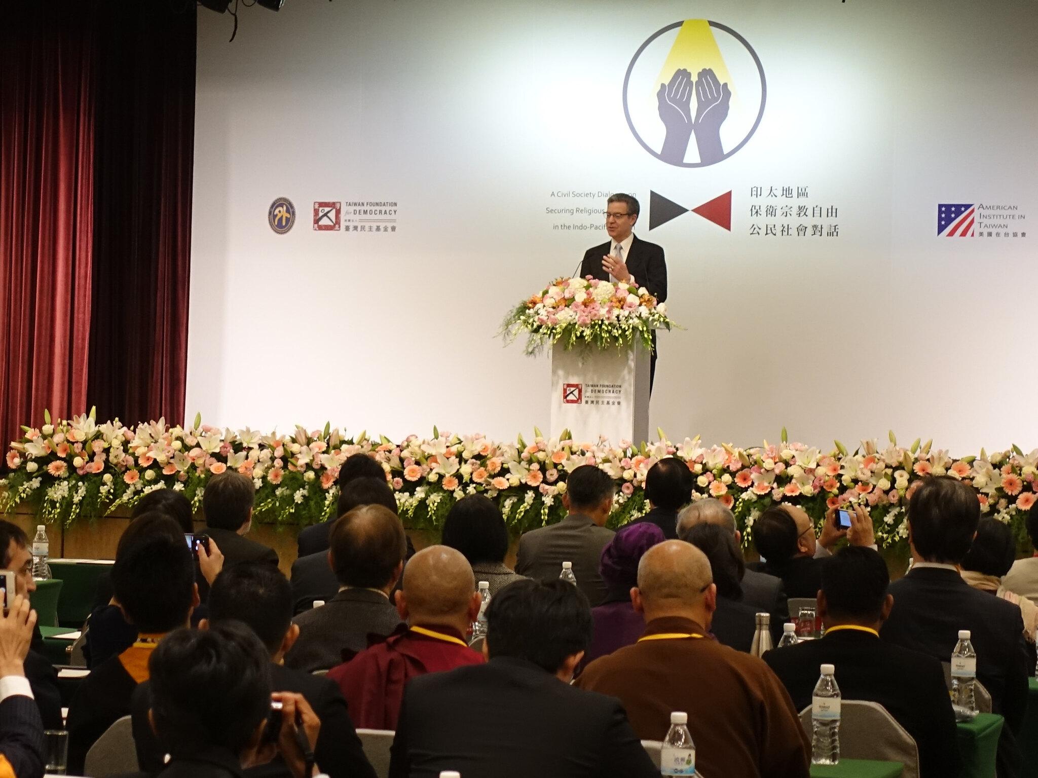 美國宗教自由無任所大使的鷹派政治人物布朗巴克來台出席「印太區域保衛宗教自由公民社會對話」。(攝影:張智琦)