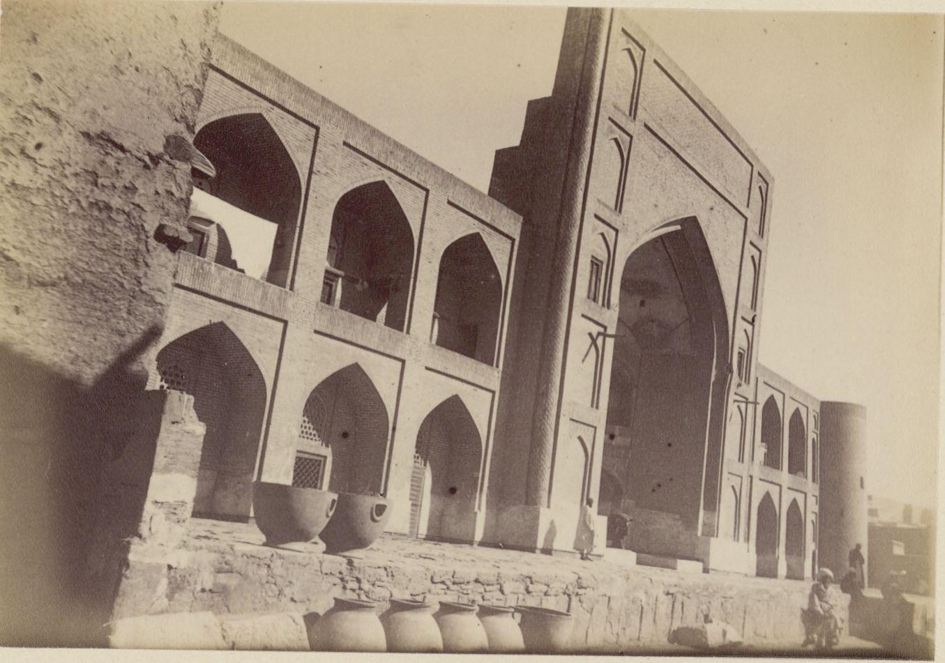 30. Бухара. Мечеть (с глиняной посудой)
