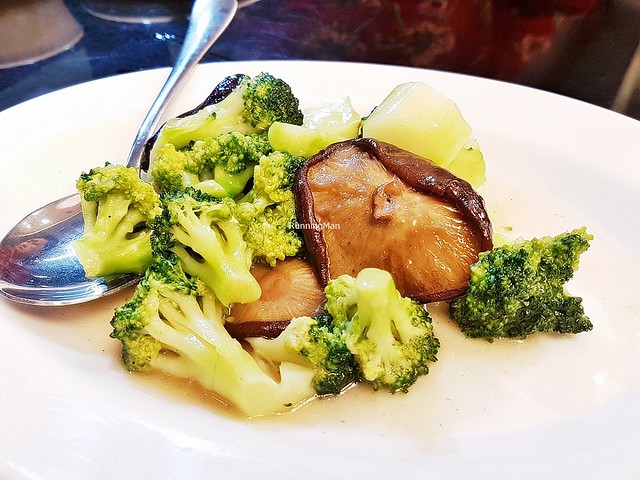 Braised Broccoli With Shiitake Mushroom