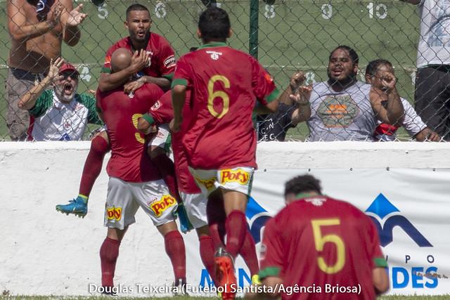 Jogadores da Portuguesa Santista comemoram gol marcado no jogo Portuguesa Santista 1 x 2 Água Santa, partida válida pelo Paulistão A2 de 2019, disputada no dia 10 de fevereiro