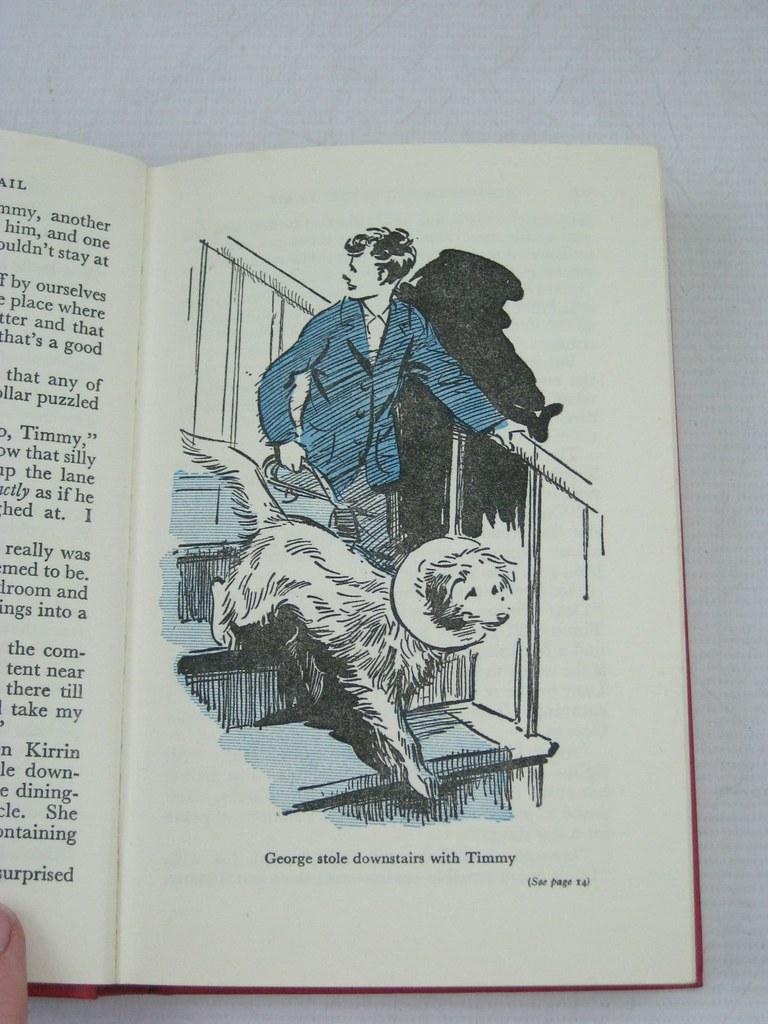 A Zé escapou-se escada aabixo com o Tim, in Os Cinco na Casa em Ruínas (Eileen Soper, 1956)