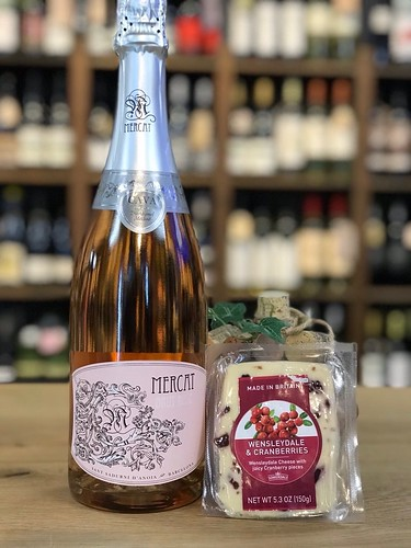 Mercat Brut Rosé & Wensleydale and Cranberries