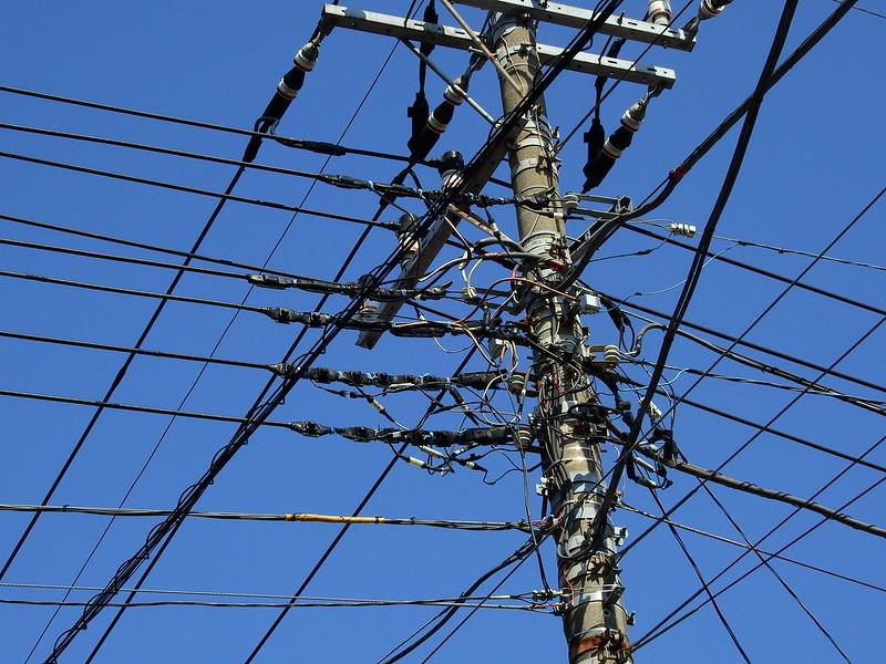 有學者提「區域電價」,電力運輸愈遠、愈壅塞的地區負擔更高電價。