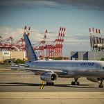 United Airlines Boeing 757-224(WL) N12125