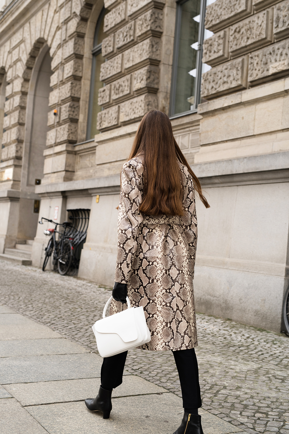 HOW TO WEAR SNAKESKIN PRINT