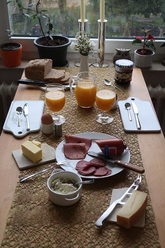 Frühstück an unserem ersten Urlaubstag (mit frisch gepresstem Orangen-Mango-Saft)