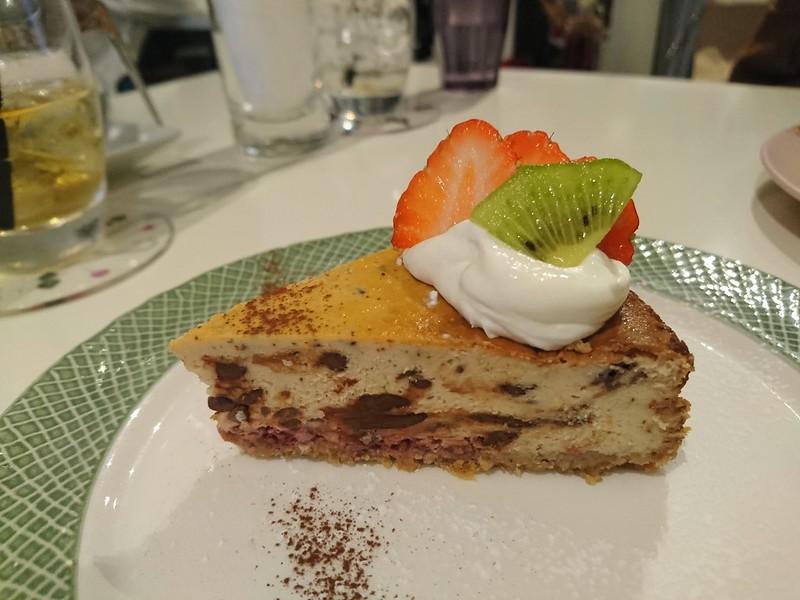 カフェモードで食べたチョコとラズベリーのチーズケーキです。