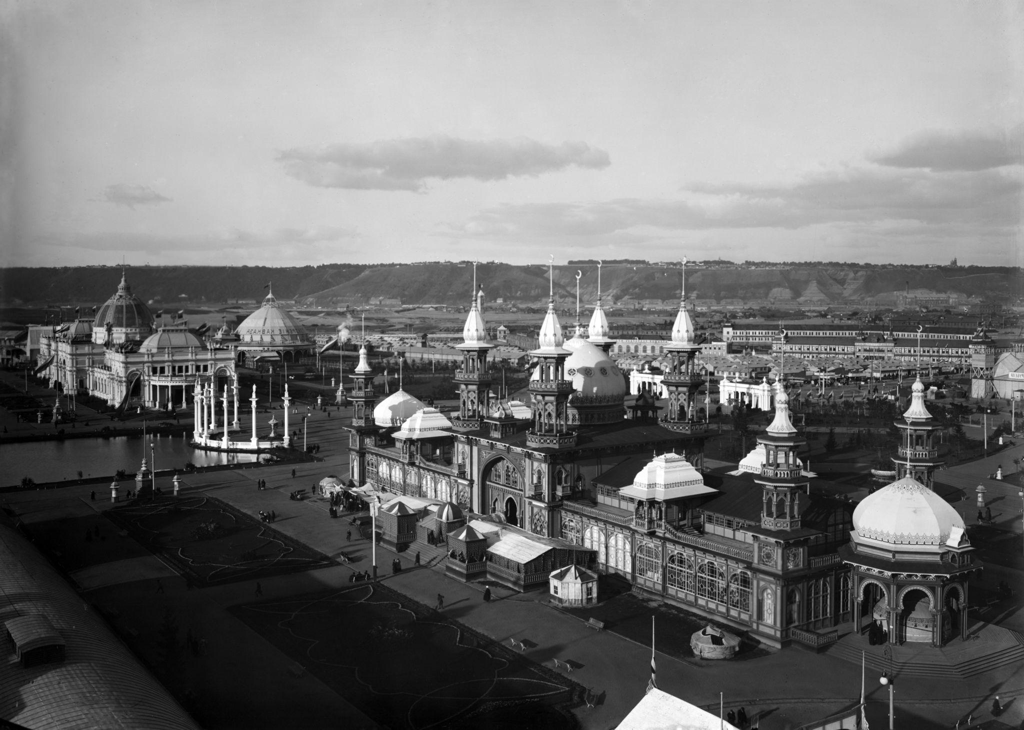 Общий вид на постройки и павильоны Нижегородской ярмарки