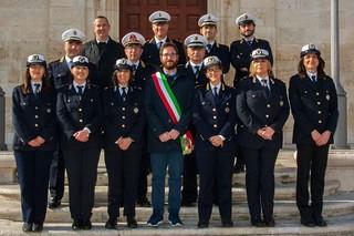 La Polizia locale con il sindaco, Giuseppe Nitti (foto di Gaetano Milone)