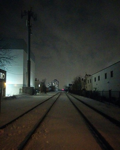 Looking west towards Lansdowne, crossing the tracks at Bartlett #toronto #dovercourtvillage #davenport #rail #bartlettavenue #night #skyline
