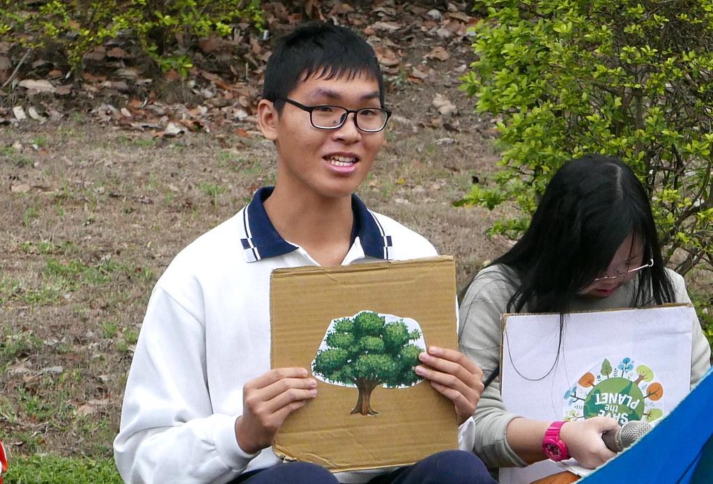 台中特殊教育學校的高三同學們非常期待315行動,也很用心準備手製舉牌和講稿。攝影:鄒敏惠。