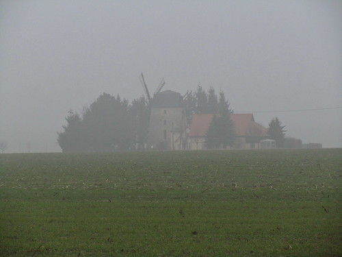 20110316 0203 112 Jakobus  Nebel Feld Windmühle Bäume