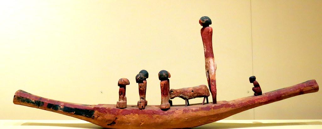 Barca con tripulación, Madera policromada, Reino Medio, Dinastía XII, 1939-1760 a.C., Las estatuillas no pertenecen a esta embarcación pero debieron ocupar otra semejante,
