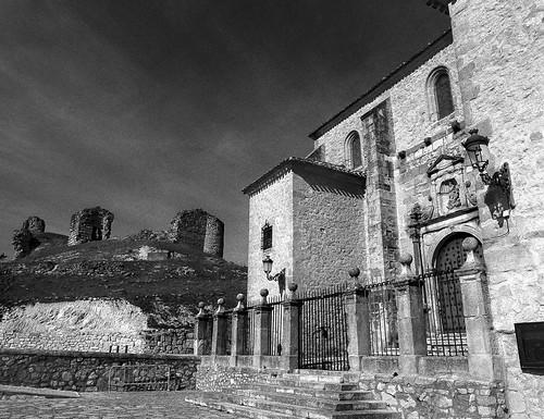 Cogolludo, iglesia de Santa María y restos del castillo.