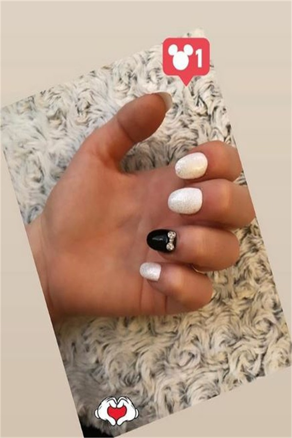 30+ Amazing White Nail Art Designs Trendy Ideas #nail_art_designs #trendy_nails #white_nails