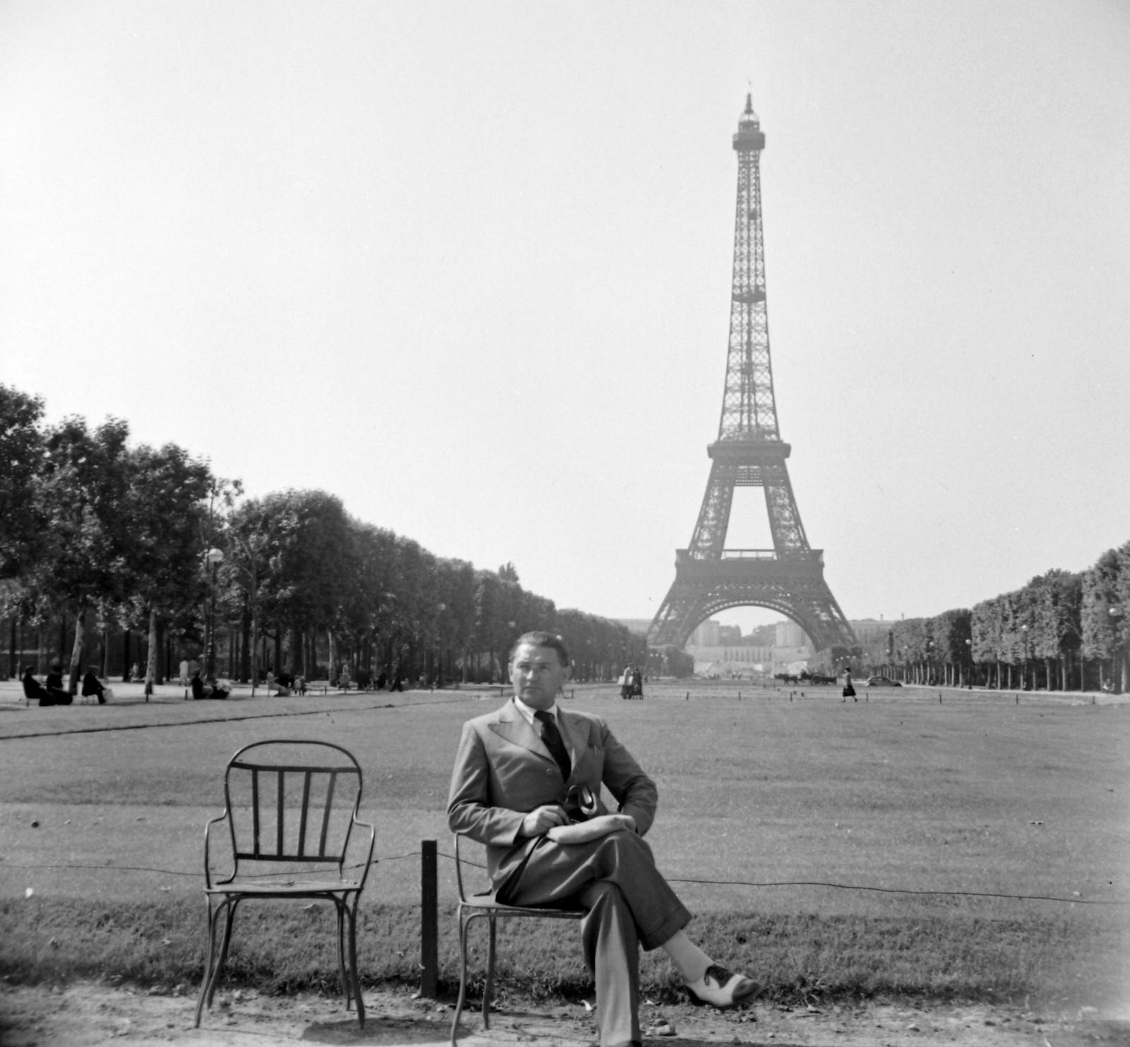 1939. Эйфелева башня