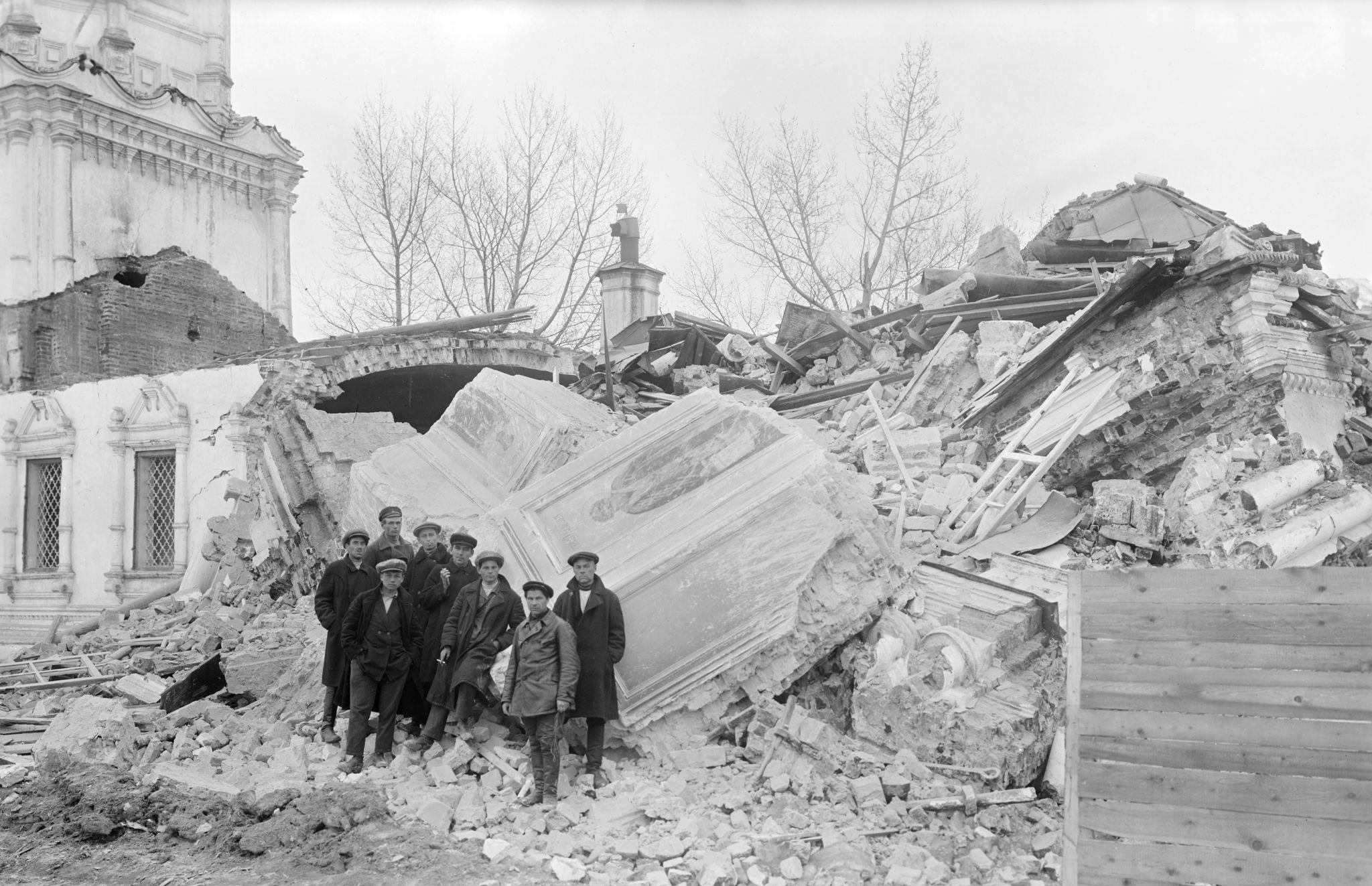 Разрушители на развалинах
