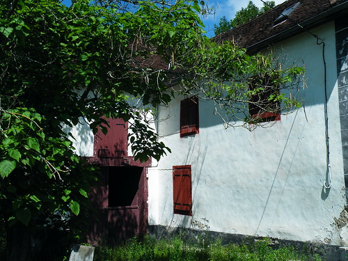 20090601 183 1111 Jakobus Haus Fensterläden rot