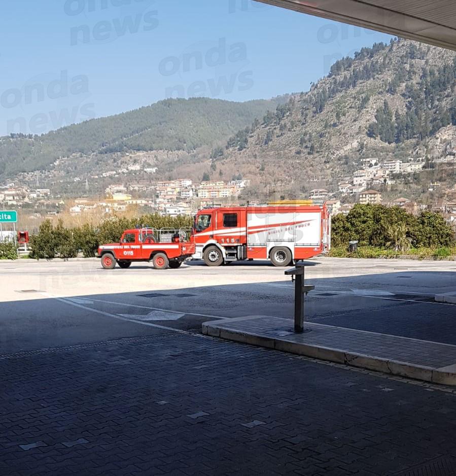 incendio-vicino-area-servizio-sala-consilina-1