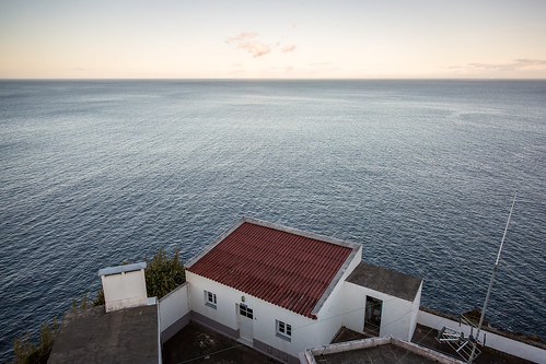From Farol do Arnel to the Sea