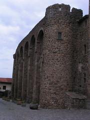 20080515 23387 0905 Jakobus Champdieu Kirche Turm Bögen