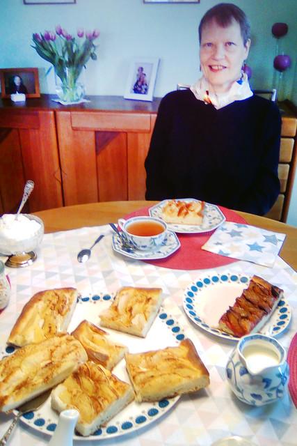 März 2019 ... Kurzhaarschnitt ... Sturmfrisur ... Apfelkuchen und Zwetschendatschi bei Tante Doris
