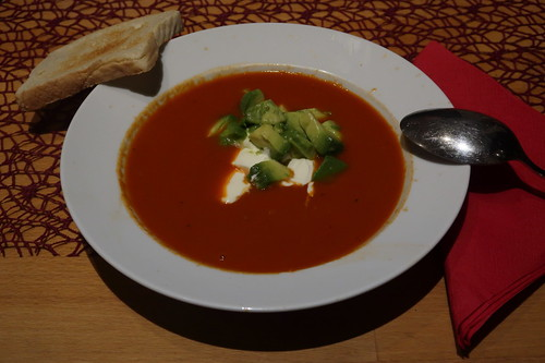 Tomaten-Chili-Suppe mit Avocado und Toast (mein 2. Teller)