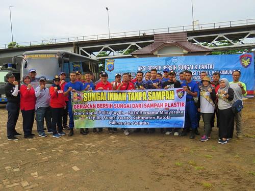BKSDA Kalsel Perangi Sampah Pulau Bakut (01)