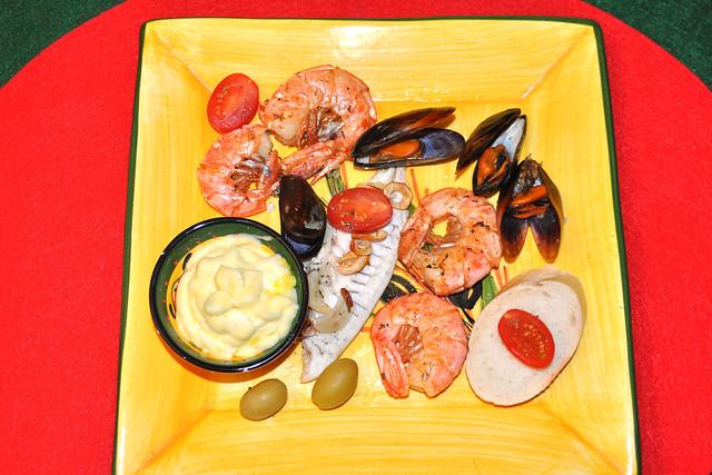 Miesmuscheln als Moules marinières (auf Seemannsart) mit Pommes frites