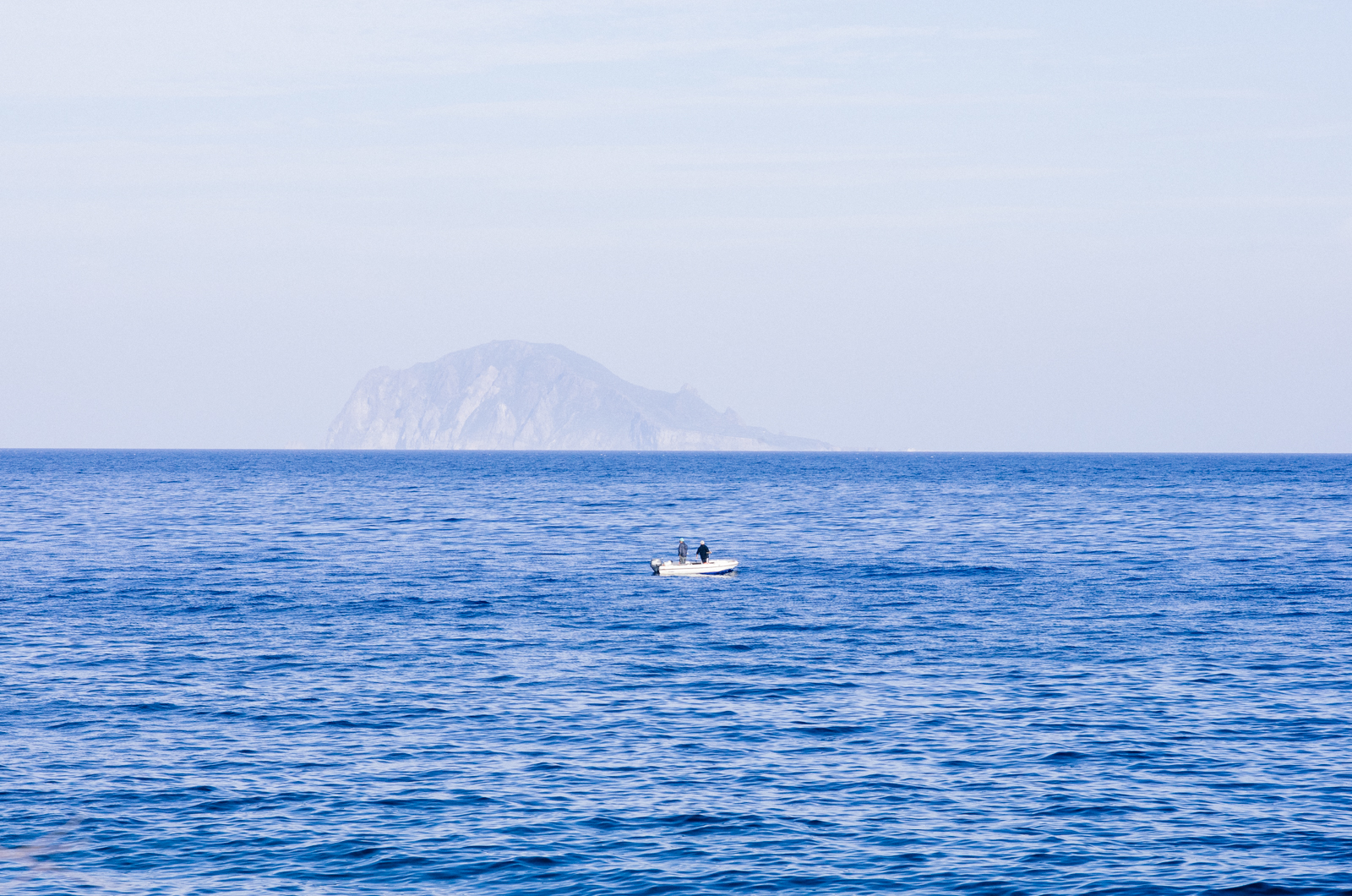 Salina - îles éoliennes - pêche dans la mer tyrrhénienne