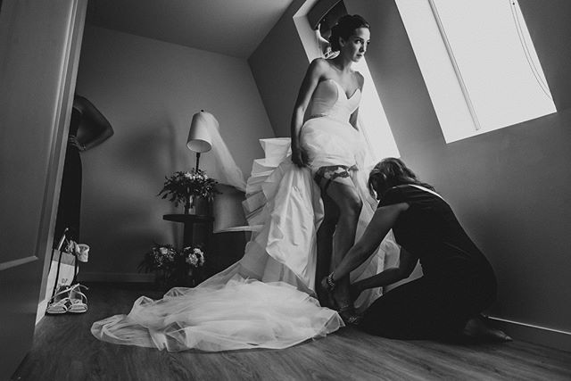 Down on the knees help & love day ⠀ .⠀ .⠀ .⠀ #creativewedding #creativeweddingphotography #Wedding #weddingphotography #weddingday #weddingday💍 #weddingphotos #weddingideas #WeddingPhotographer #photography #lookslikefilm #weddingdream #dcphotographe