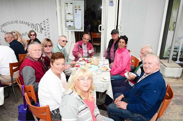 98. yaşını Alanya'da kutladı