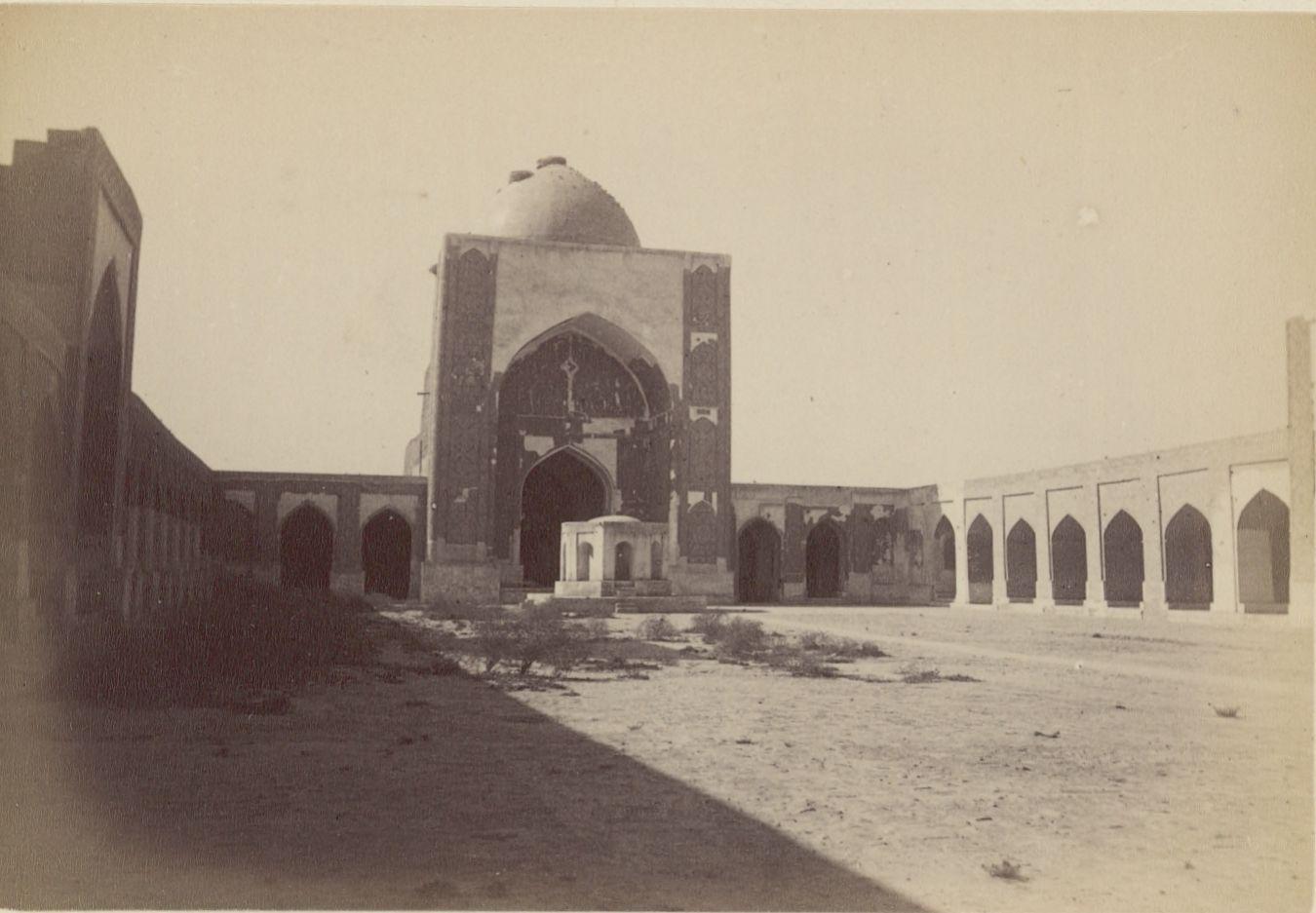 01. Бухара. Двор Большой мечети