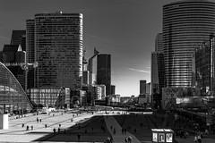 Allez à Paris, s'arrêter à Puteaux, Nanterre et Courbevoie pour profiter du soleil - I/III : un regard vers Paris vu de l'Arche de la Défense vers l'Esplanade...