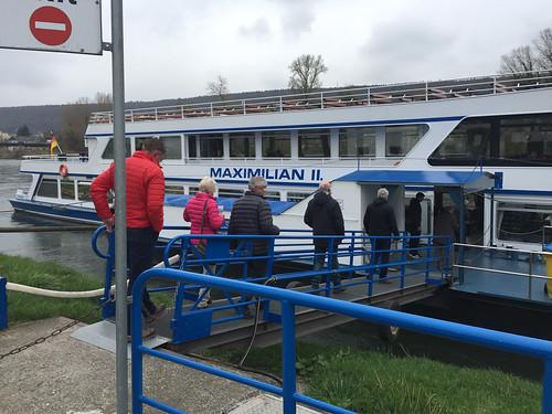 06 - Einstieg ins Schiff - Donaufahrt zum Kloster Weltenburg