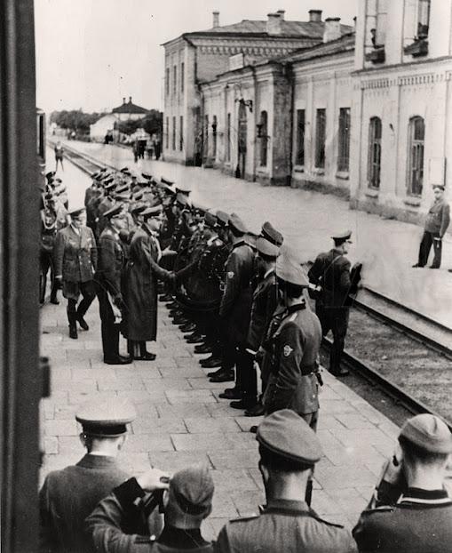 Зустріч Альфреда Розенберга на Рівненському залізничному вокзалі...