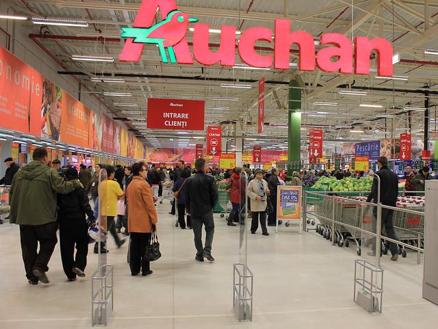 Noicattaro. Licenziamenti Auchan front