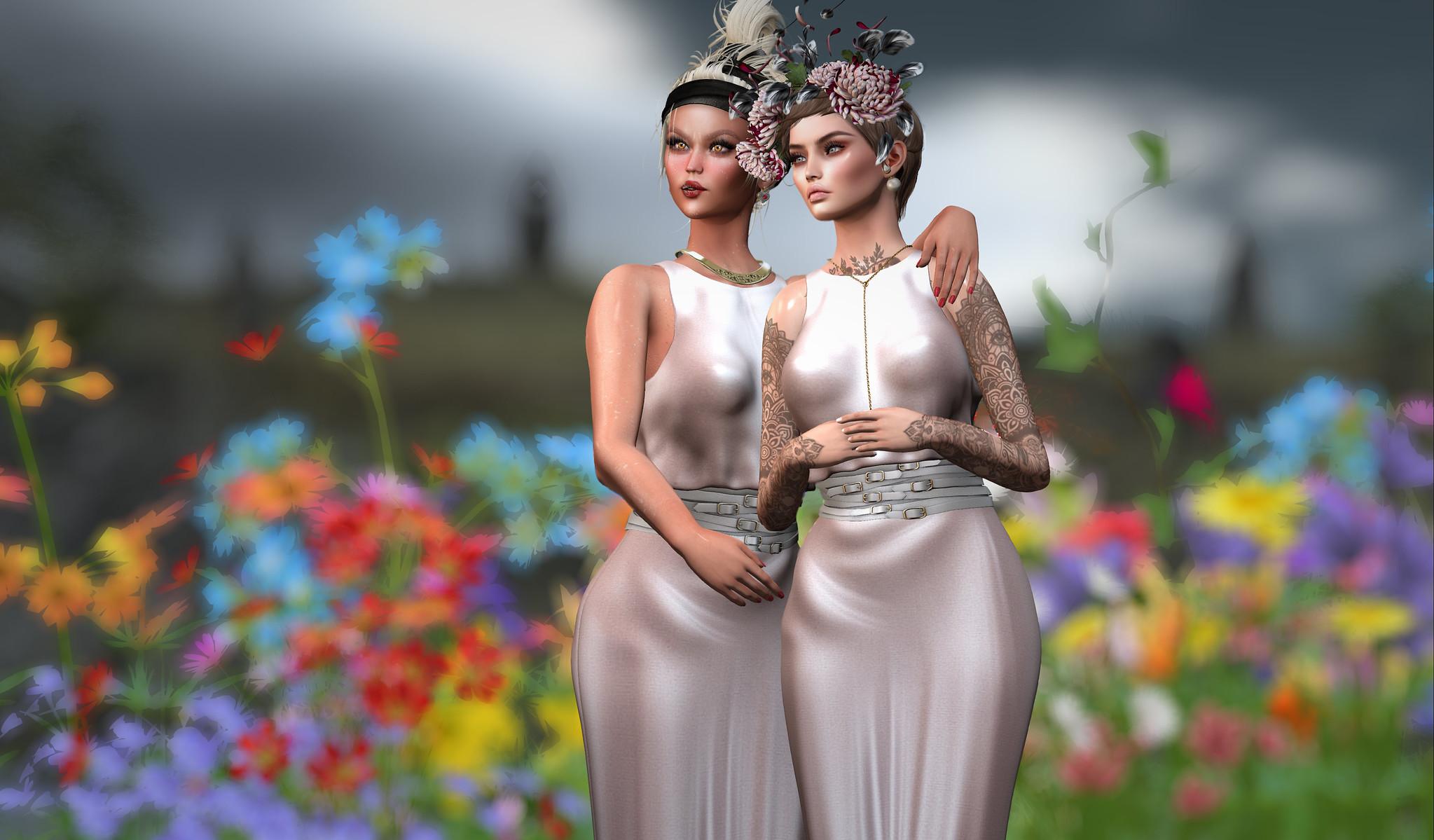 Deux amies avec des fleurs_TEMP