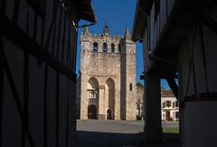 Le Plan. La façade fortifiée de l''église St Pierre (1390).