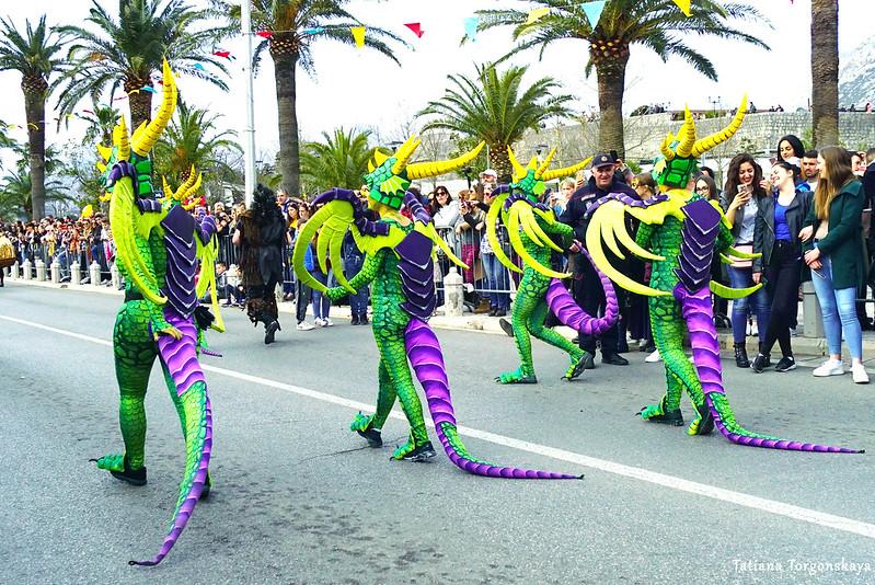 """""""Драконы из Пестинграда"""" во время карнавального шествия"""