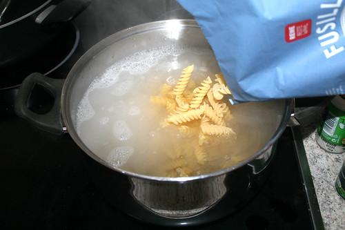 07 - Nudeln kochen / Cook pasta