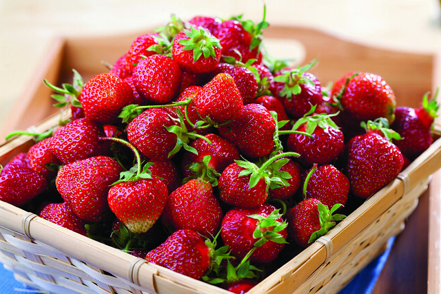 strawberries in basket_horiz_Lg_FC
