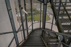 13-Escalier grillagé